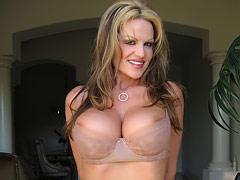 Kelly Sucks on a big cock!